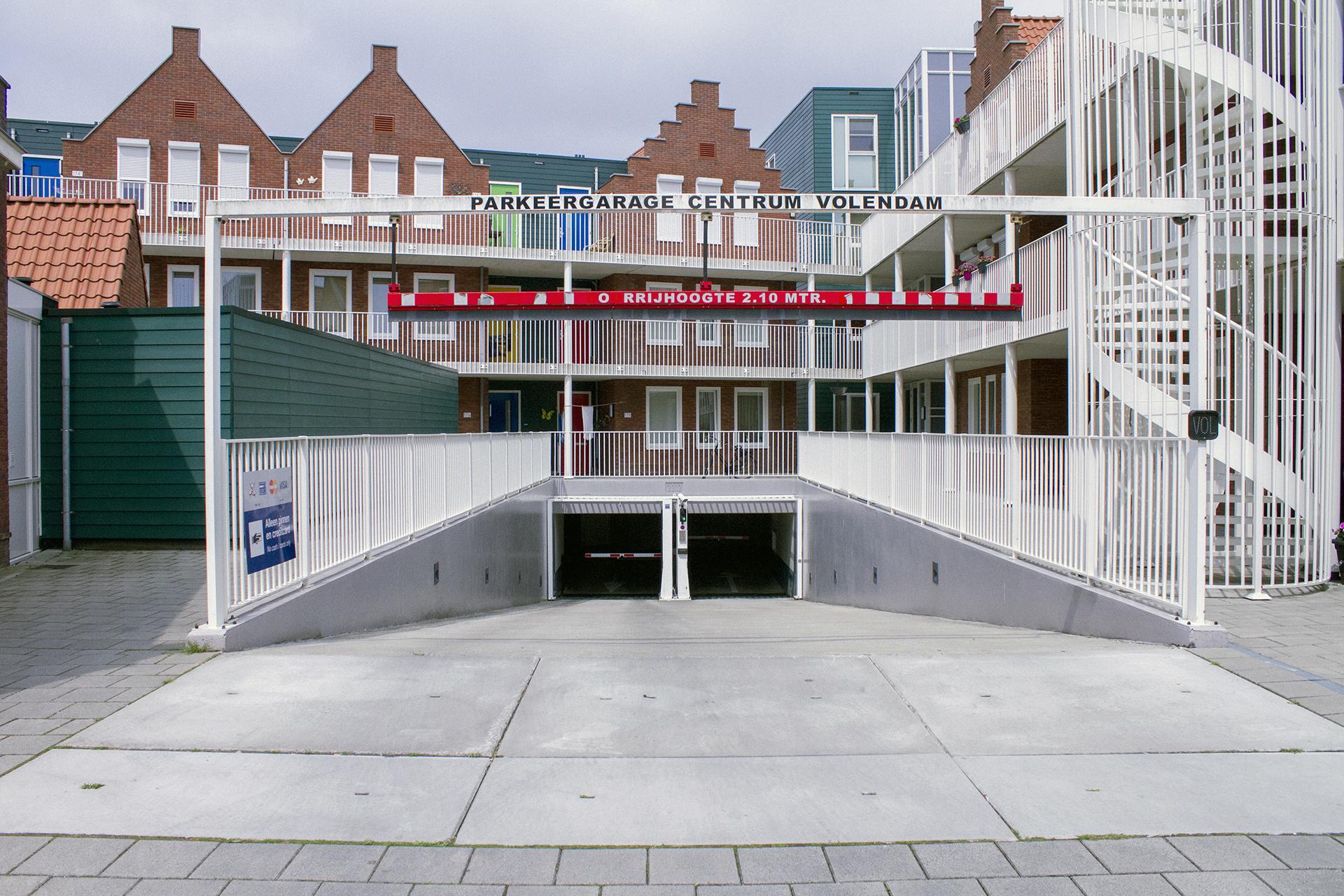 Volendam-Centrum-garage